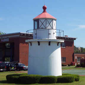 NewburyPort Front Range Light